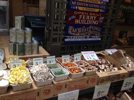 các loại nấm trong chợ cuối tuần tại Ferry Building, San Francisco