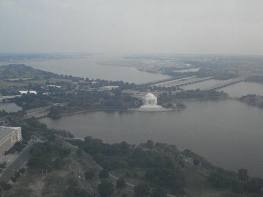 Jefferson Memorial nhìn từ tầng 55, tầng cao nhất của Washington Monument
