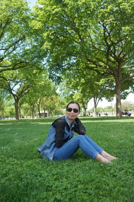 công viên trước Capitol Hill, với những thảm cỏ xanh mướt trải rộng để người dân có thể nghỉ ngơi, thậm chí ăn uống, chơi thể thao với môn phổ biến nhất là bóng chày