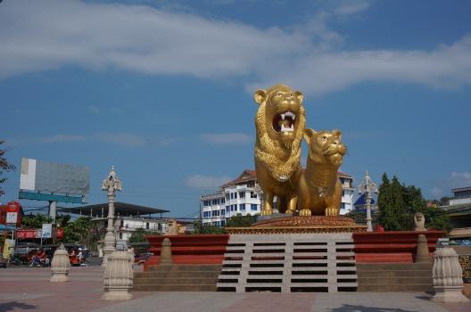 Golden Lions, quảng trường ngay downtown là biểu tượng của Sihanoukville