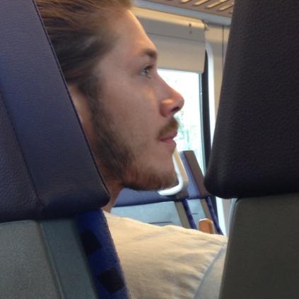 trai đẹp trên tàu